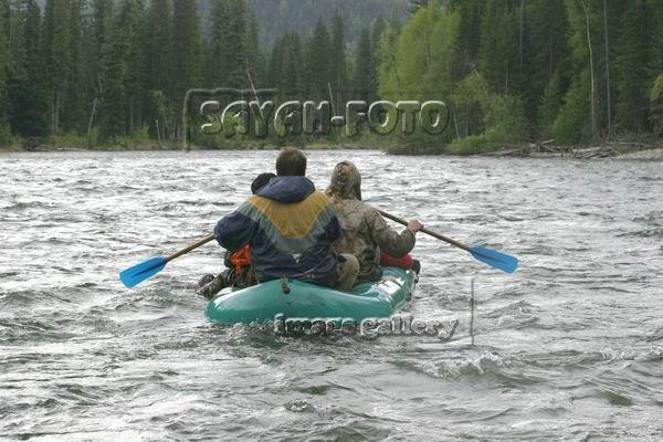 На лодке по реке уса